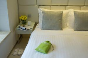 A bed or beds in a room at iclub Sheung Wan Hotel