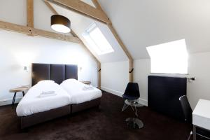A bed or beds in a room at College Hotel Alkmaar