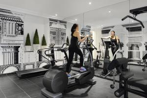 The fitness center and/or fitness facilities at Hôtel & Spa Jules César Arles - MGallery Hotel Collection