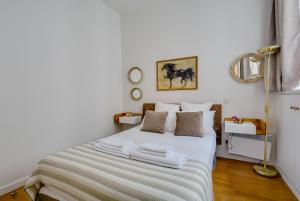 A bed or beds in a room at Sweet Inn - Boetie I