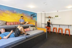 Guests staying at Nate's Place Backpackers Sydney