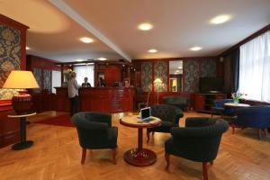 Лаундж или бар в Elysee Hotel