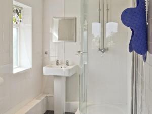 A bathroom at Oak Tree 2