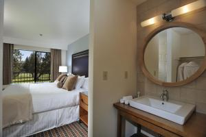 A bathroom at The Lodge at Eagle Crest