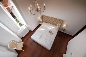 A bed or beds in a room at Imperia Suite