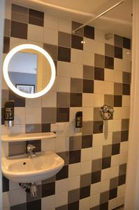A bathroom at Frisco Inn