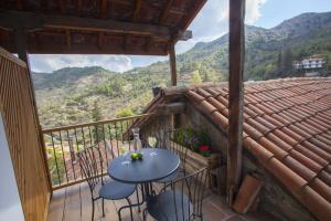 A balcony or terrace at Lyhnos