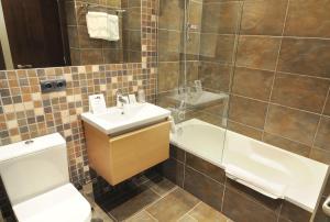 A bathroom at Hotel Gastronómico Casa Rosalia