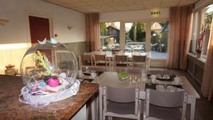 A restaurant or other place to eat at Hotel De Lange Akker