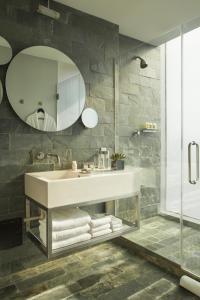 A bathroom at Hotel on Rivington