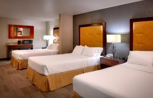 Un ou plusieurs lits dans un hébergement de l'établissement Holiday Inn Express Hotel & Suites Kanab, an IHG Hotel