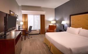Télévision ou salle de divertissement dans l'établissement Holiday Inn Express Hotel & Suites Kanab, an IHG Hotel