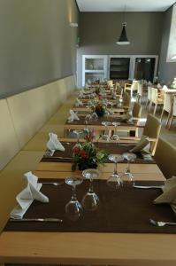 A restaurant or other place to eat at Convento de Tibaes