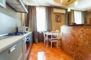 Кухня или мини-кухня в Пять Звёзд Комфортная квартира