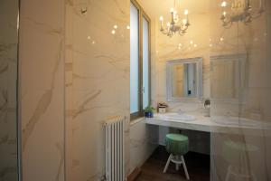 A bathroom at Antica Locanda Dei Mercanti