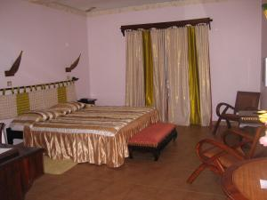 A bed or beds in a room at Appart' hôtel Montjoyeux Les Vagues