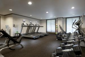 The fitness centre and/or fitness facilities at Hilton Queenstown Resort & Spa