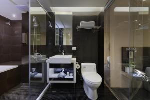 A bathroom at Taipei Morning Hotel