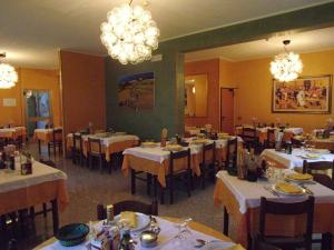 A restaurant or other place to eat at Hotel Cristina