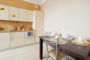 A kitchen or kitchenette at Five Stars with 2 bedrooms