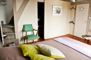 A bed or beds in a room at Chambres chez l'habitant Capucine