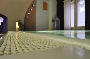 The swimming pool at or close to Grand Hotel Piazza Borsa