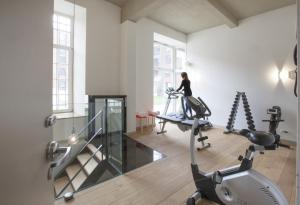 The fitness center and/or fitness facilities at Hotel The Lodge Vilvoorde