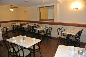 A restaurant or other place to eat at Carlton Hotel