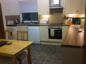 A kitchen or kitchenette at Tigh na Fraoch