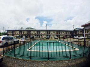 The swimming pool at or near Austin Motor Inn