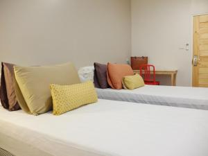 A bed or beds in a room at Lupta Hostel Patong Hideaway