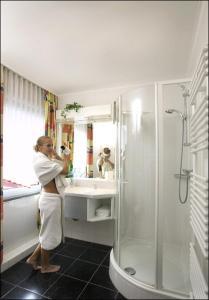 Ein Badezimmer in der Unterkunft Restaurant Hotel Goldener Adler