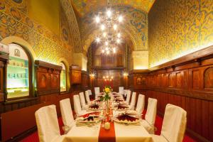A restaurant or other place to eat at Hotel Der Achtermann