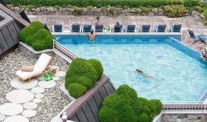 Бассейн в Hotel Vier Jahreszeiten am Schluchsee или поблизости