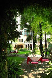 Бассейн в Hotel Palazzo Abadessa или поблизости