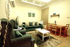 Uma área de estar em Rose Al Hamra