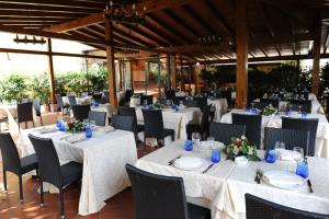 A restaurant or other place to eat at Benito Al Bosco