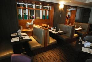 A restaurant or other place to eat at Hotel Kylestrome Bar & Grill