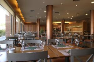 A restaurant or other place to eat at Posadas de España Malaga