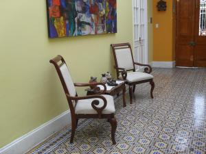 A seating area at Residencial Miraflores B&B