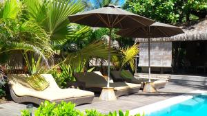 A piscina localizada em Green Lodge Moorea ou nos arredores