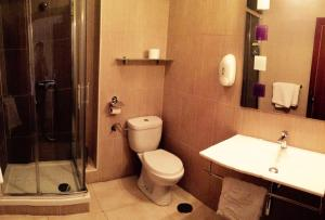 A bathroom at Hostal Mimosa