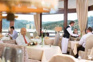 A restaurant or other place to eat at Maritim Titisee Hotel