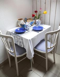 A restaurant or other place to eat at Emese Vendégház Noszvaj