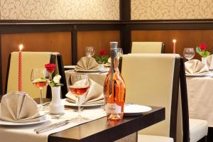 A restaurant or other place to eat at Best Western Plus Bristol Hotel