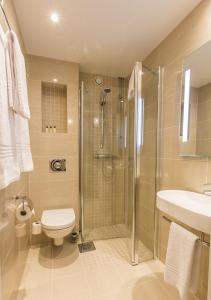 A bathroom at Saga Apartments Oslo