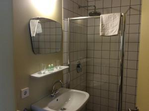 A bathroom at Hotel Garni - Appartements Fuksas