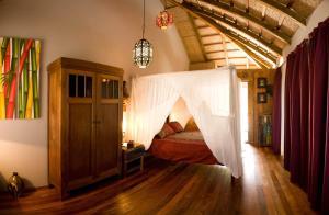 Ein Bett oder Betten in einem Zimmer der Unterkunft 100% Fun