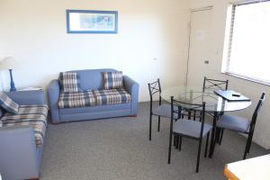 A seating area at Narooma Palms Holiday Apartments