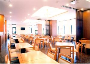 A restaurant or other place to eat at Route Inn Grantia Hakodate Ekimae